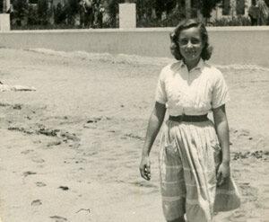 Kika Andersen en Las Canteras 1952- colecc. Familia Andersen.