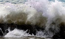 Ten cuidado hoy con la marea, estará brava.