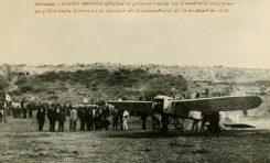 """El aviador Leoncio Garnier  con su avión """" Bleriot"""" en el campo de tierra de Guanarteme (1913)"""