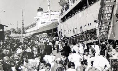 Ambiente con la llegada de cruceros en el Puerto de La Luz, sobre 1965- colecc. Real Club Náutico de G.C.