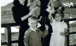 Cecilia, Fefa, Paquito, José Manuel y Cipri en Las Canteras-1954-  . Colecc. Familia Herrera.