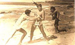 Cristóbal y sus amigos rodando una película de aborígenes en El Confital.