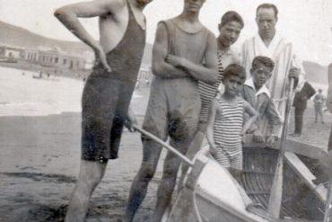 Junto al bote, en la playa de Las Canteras 1925