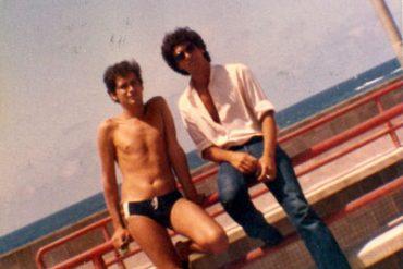 Manolo Cabrera y Carlos Ley en la Avenida de Las Canteras -1979- Colecc. Familia Gallego.