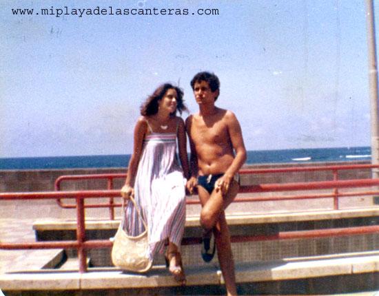 Flori Gallego y Manolo Cabrera en la Avenida de Las Canteras-1979- Colec. Familia Gallego.