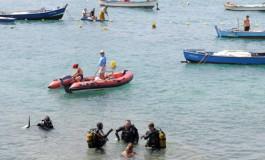 Submarinistas, pescadores, guardias civiles, protección civil, etc, dirigidos por la Concejalía de Playas  limpiaron y ordenaron el fondeadero de La Puntilla( Más fotos en actualidad).