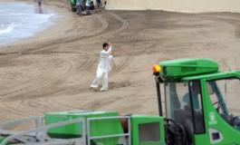 El trajín de limpieza no desconcentra al maestro Ye Ying.