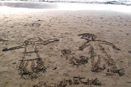 En la playa con papá y mamá.
