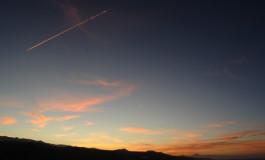 Sobrevolando una tarde anaranjada.