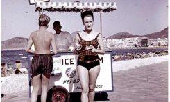 Turismo en Las Canteras, alrededor de 1960.