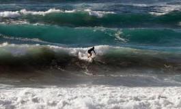 Intentando domar las olas.