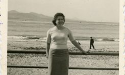 Alicia Sánchez Parada en el paseo de Las Canteras, 1956- colecc. Familia Salcedo.