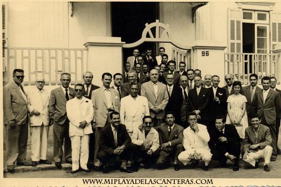 Grupo de empleados de Italcable, 1959.- colecc. Familia Salcedo.