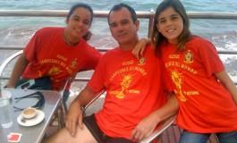 Sergio Valdivielso y sus hijas todavía están celebrando el mundial de la Roja ( Foto: remitida)