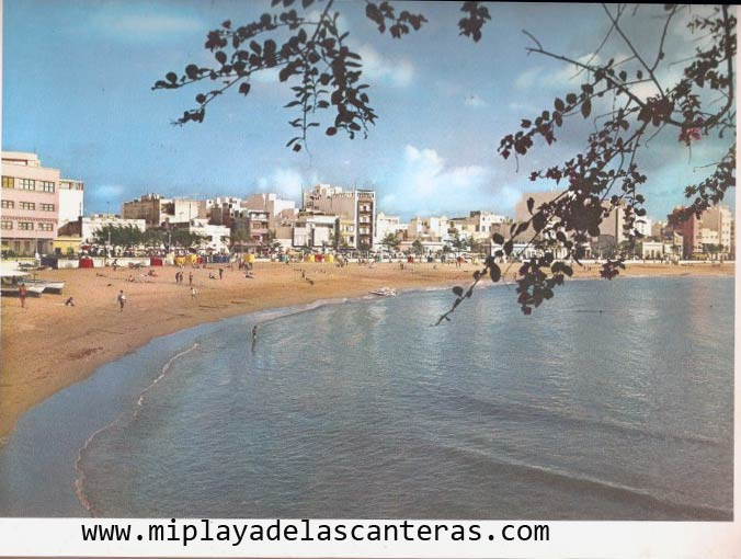 Vista de la playa de Las Canteras en los años 60. Aportación Carlos Romero.