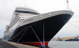 El nuevo Queen Elizabeth en el Santa Catalina en su viaje inaugural. Vale la pena venir a verlo.