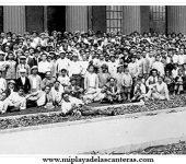 Los empleados ante el edificio de la CICER en 1930