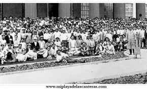 Los empleados ante el edificio de la CICER, sobre 1930