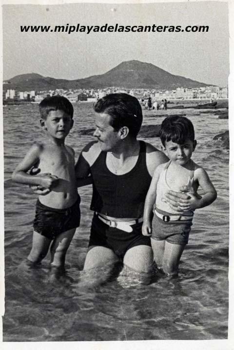 Don Clemente León con sus hijos Mame y Luis, 1949- Colecc. Familia león.