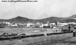 La playa a principios del siglo pasado. A la derecha la desaparecida Caseta de Galán.