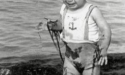 Rafael Hierro Rivero fotografiado por su padre Juan Hierro Falcón (fotógrafo de profesión) año 1956- Colecc.  Familia Hierro.