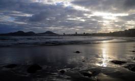 Desde la orilla de Las Canteras y para tod@s l@s ciudadan@s que aman y cuidan cada rincón de estas islas atlánticas. Feliz Día de Canarias.