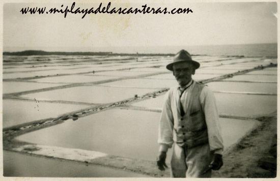 Celestinito el Salinero en Las Salinas de El Confital, sobre 1940- colecc. Asunción Santana Ramírez.