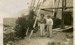 Celestinito el Salinero con curas y un compañero en el molino de El Confital, sobre 1940- colecc. Asunción Santana Ramírez.