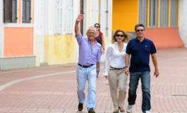 Los concejales responsables de turismo y ciudad del mar se dieron su primer paseo como ediles por el paseo de Las Canteras, fueron acompañados  por Alexis Ortega, técnico de la Concejalía de Playas.