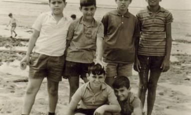 Entre otros: Gabriel, Alberto, Josue y Cipri. Playa Chica 1964-Collec. Cipriano Ramón.