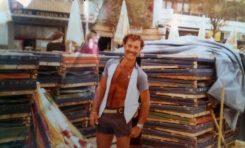 Manuel Santana con sus hamacas, entorno de 1980- Colecc. Manuel Santana.
