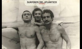 De izq. a der.: Carlos, Anting y Caballero. Sobre 1980 - Colecc. Surferos del Atlántico