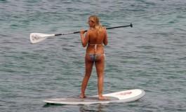 Bella paddle surfera.