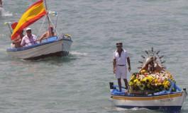 La Virgen del Carmen a bordo del Federico y su patrón Paquillo Lucas.