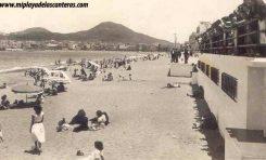 La playa de Las Canteras con el antiguo balneario. Entre 1950 -1960.