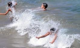 Jugando con las olas.