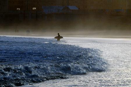 A surfear la primera ola de septiembre.