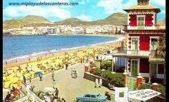 Postal Turística de la playa de Las Canteras, en primer termino el desaparecido colegio Viera. Sobre 1960.