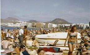 1971. Turismo escandinavo en la playa de Las Canteras