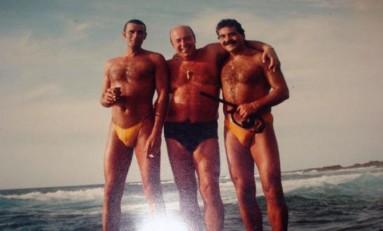 Tino, Paco Alce y Manolo González en El Confital. Sobre 1985. Colecc. Familia González.