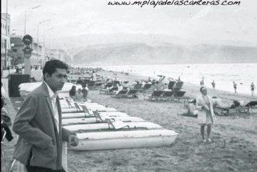 Ambiente de la playa de Las Canteras. Sobre 1980.