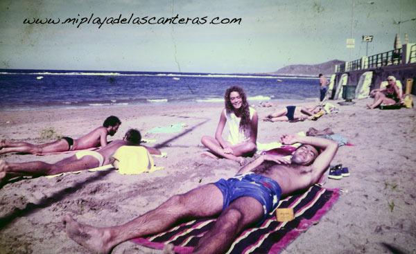 Sonia Millares, Fernando Pons, Tato Gonçalves y Pepe en la Playa Chica. 1983