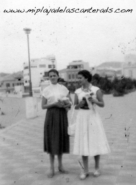 Elena Armas y Pilar Martinón en 1954. Colecc. Familia Martinón.