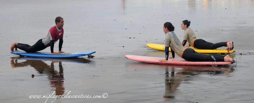 Las escuelas de surf de Las Canteras reanudan su actividad