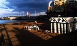 El día en la playa empieza a andar.