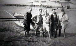 Rudolf Ackermann con los pescadores de La Puntilla. Sobre 1962. Foto de  Rudolf Ackermann.