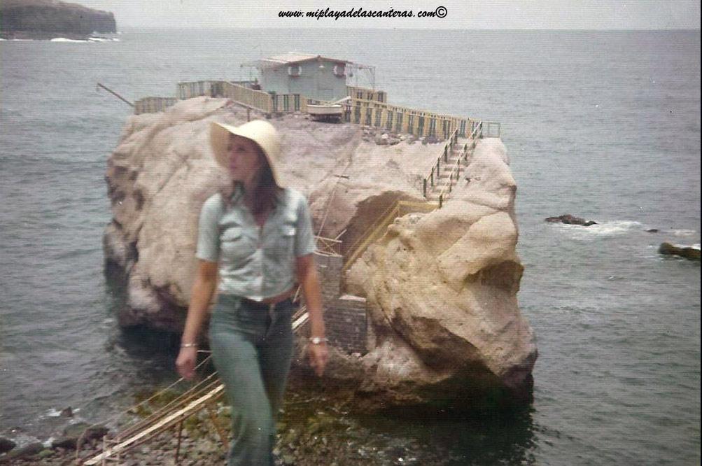 Monica Fernberg frente a la desaparecida Peña de la Gaviota. La foto es de Oscar Yuste, realizada sobre los años 70 del siglo pasado.