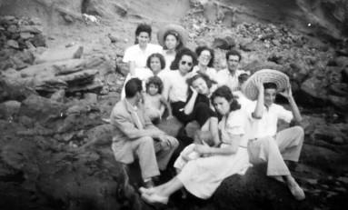 Los Marreros en El Confital. Sobre 1950- colecc. Familia Marrero.