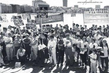 Manifestación contra la construcción del auditorio en la zona de La Puntilla. Década de los 90