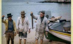 """José Perdomo de """"Los Paindos"""" con más pescadores en La Puntilla. Sobre 1960- Colecc. Familia Perdomo."""